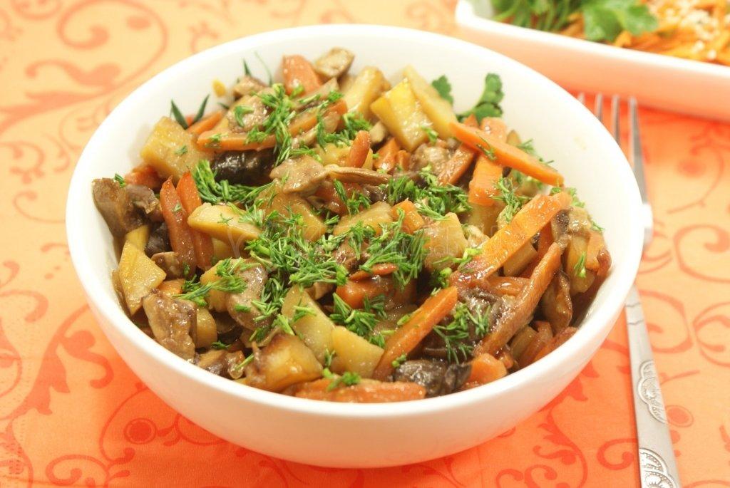 Картошка тушеная с мясом и грибами в мультиварке рецепт с фото
