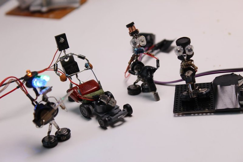 Как сделать электронного робота своими руками