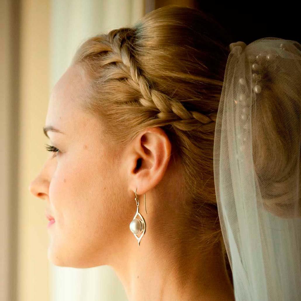 Свадебная прическа с косами и фатой фото