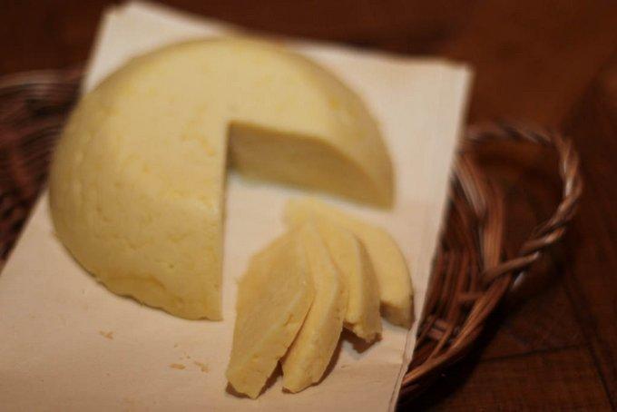 Как приготовить твердый сыр в домашних условиях из молока