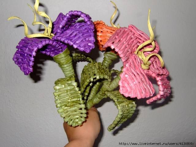 Цветы из газет с пошаговым