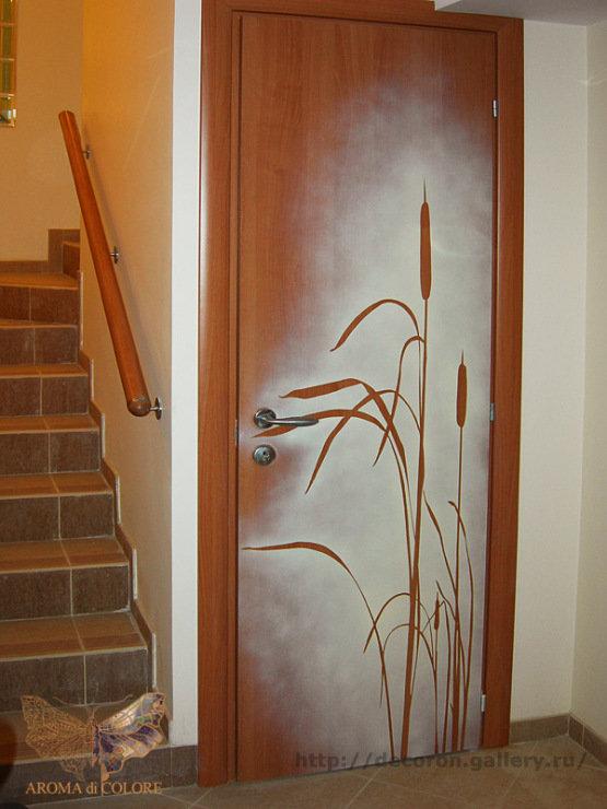 Декорация межкомнатной двери своими руками