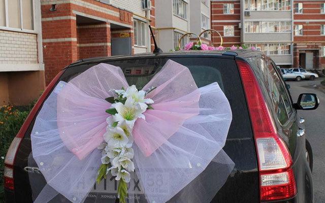 Как сделать свадебное украшения на машину