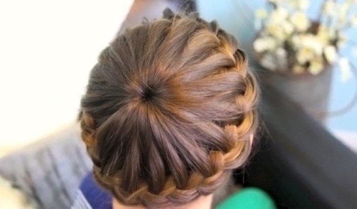 Прически на средние волосы колосок