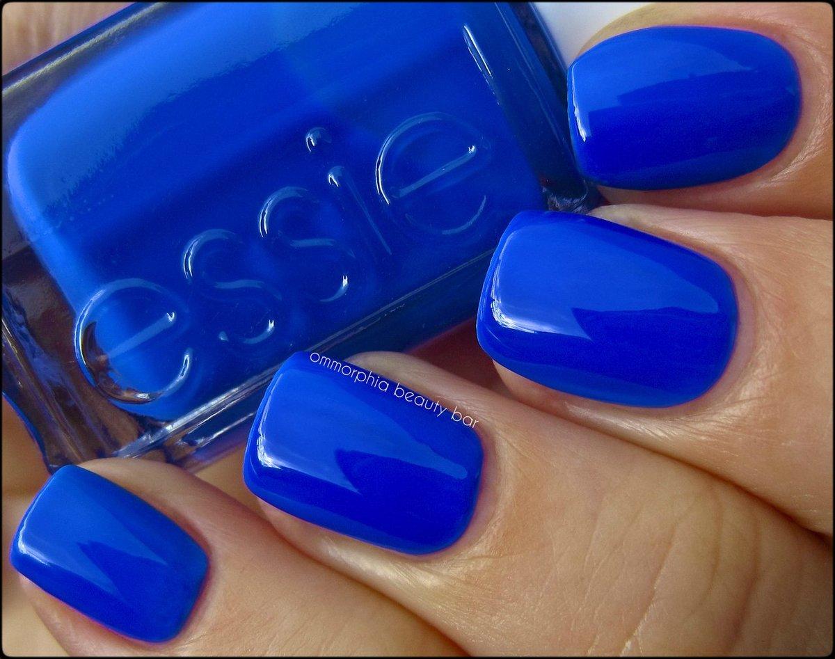 Васильковый цвет лака для ногтей