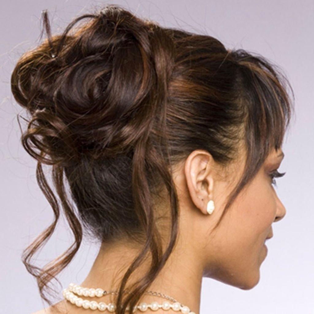 Небрежная прическа из волос средней длины