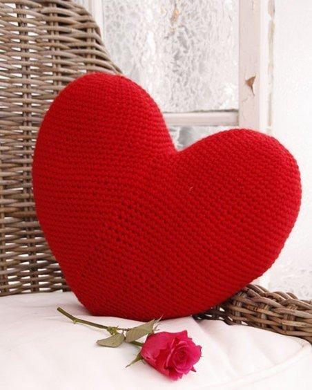 Вязание крючком подушки в виде сердца