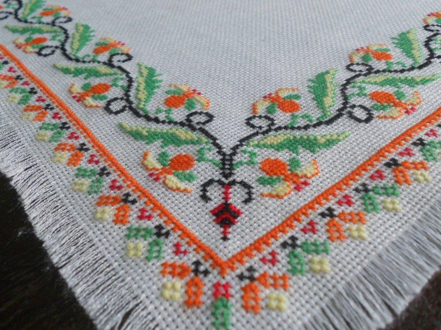 Вышивка крестом скатерти 36