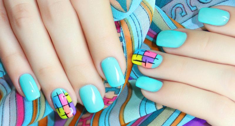 Дизайн акриловой краской на ногтях
