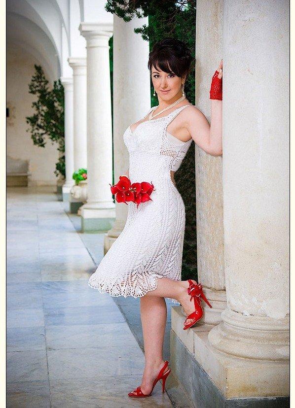 Фото свадебное платье и красные туфли