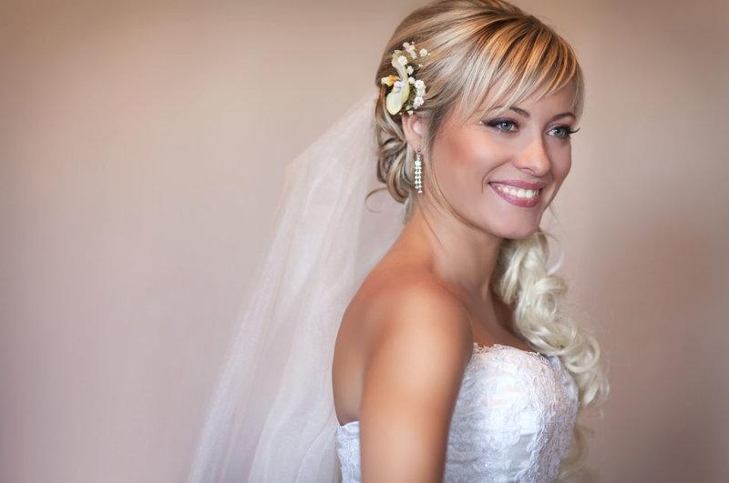 Фото прически на свадьбу с челкой короткие волосы