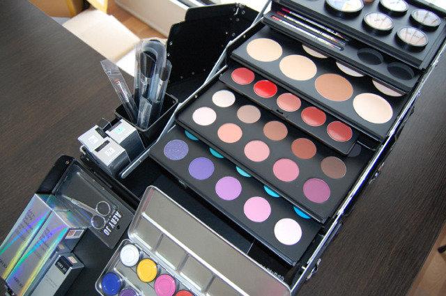 Косметика для профессионального макияжа фото