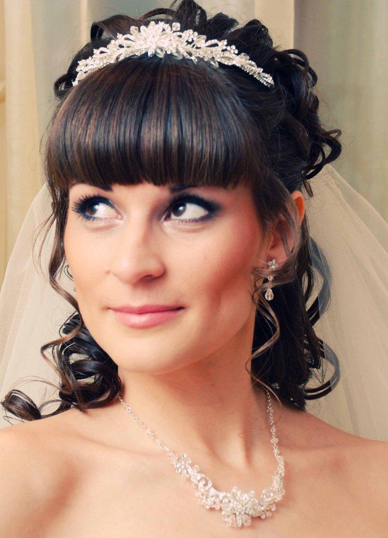 Прически на свадьбу для невесты фото на длинные волосы с челкой