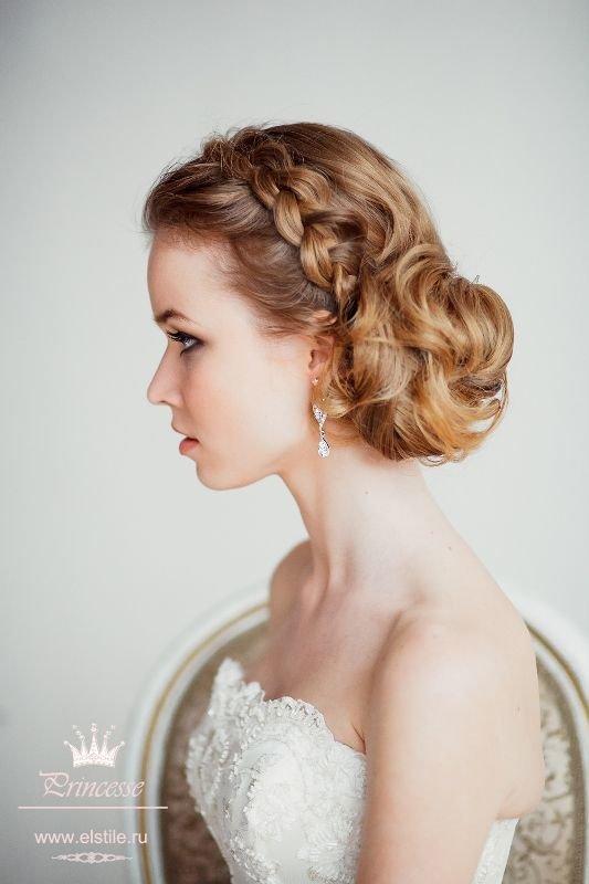 Прическа на средние волосы на бал