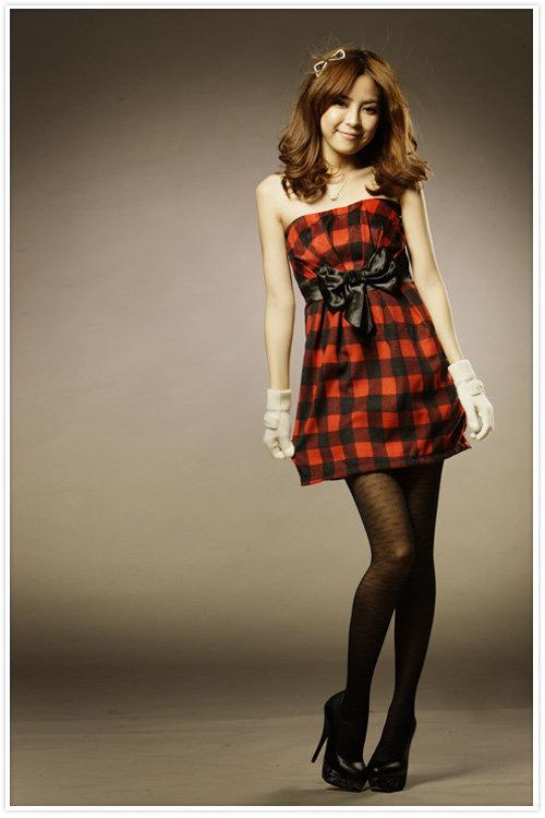 Девушка в клетчатом платье