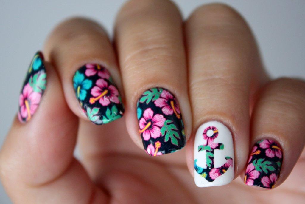 Цветочный принт ногти