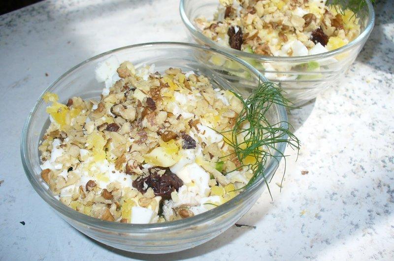 Салат из чернослива с курицей и грецким орехом рецепт с