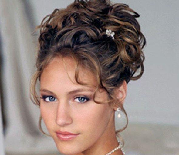 Прически на торжество на волосы средней длины с челкой