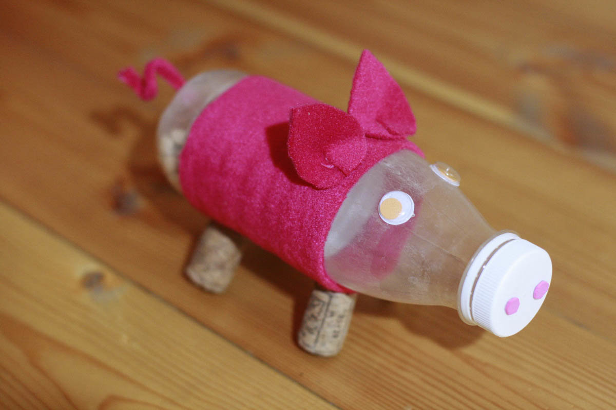 Как сделать свинку с бутылки 228