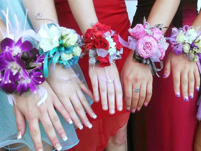 Как сделать бутоньерку на руку для подружек невесты своими руками