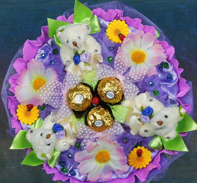 Букеты из конфет и игрушек своими руками для начинающих пошагово фото