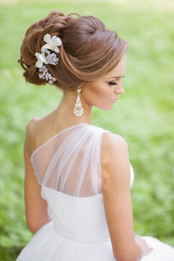 Свадебные прически 2016 на средние волосы с фатой 2016