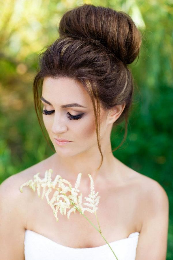 Прически на свадьбу пучки