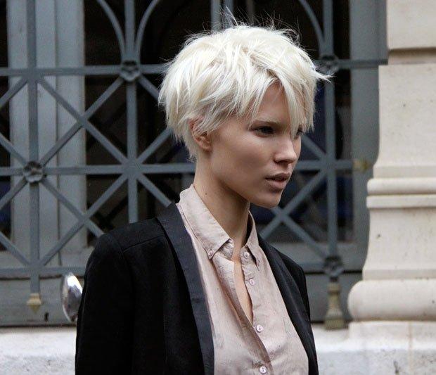 Фото прически с белыми короткими волосами