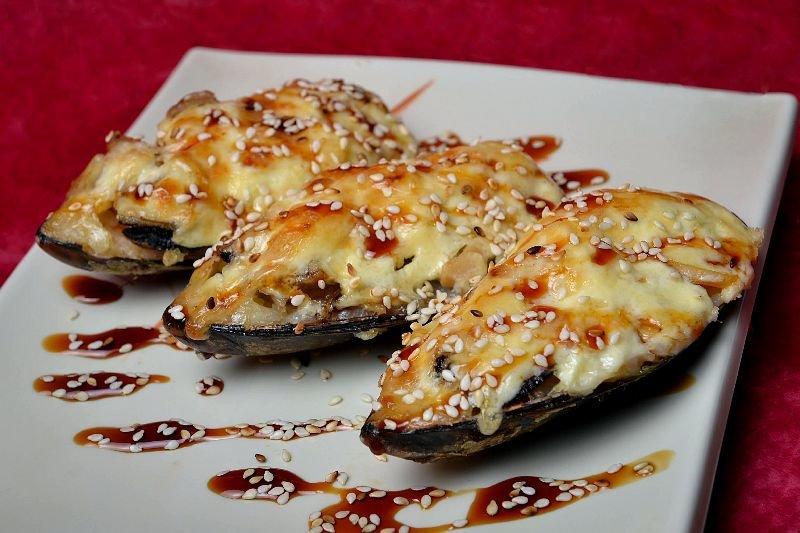 Мидии с чесноком и сыром в духовке рецепт