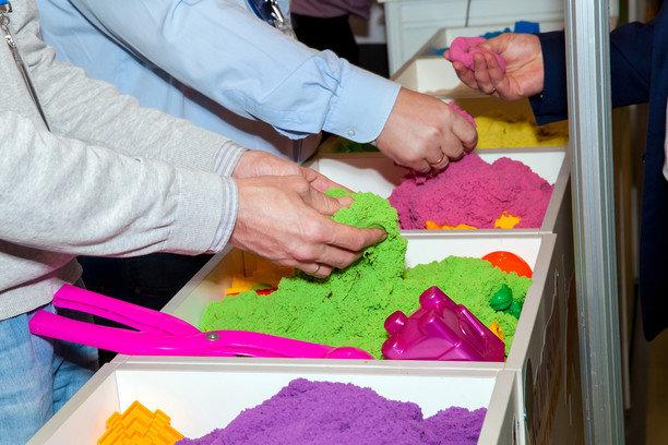 Как сделать цветной кинетический песок
