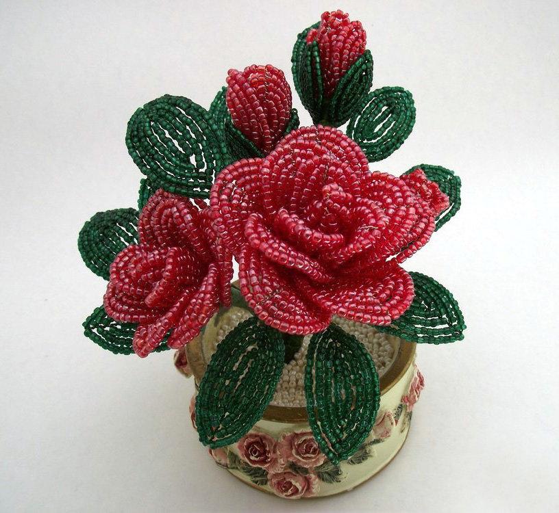 Показать поделки из бисера цветы 17