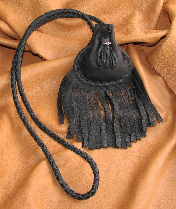 Украшение на сумку из кожи 134