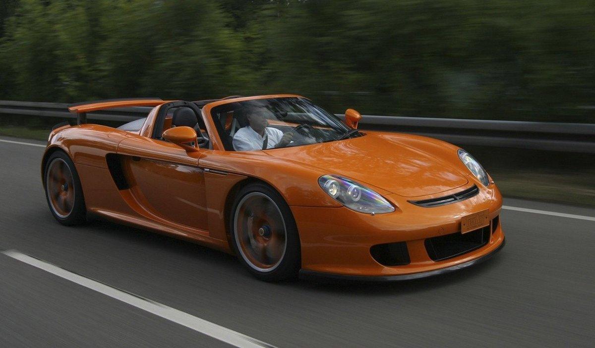 Оранжевый автомобиль porsche carrera  № 836995 без смс