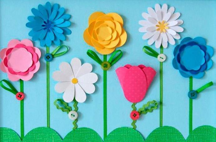 Цветок из цветной бумаги с ребенком