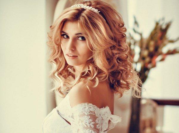 Прически локоны на средние волосы свадебные