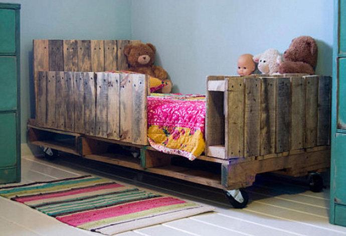 Кровать своими руками из старых вещей