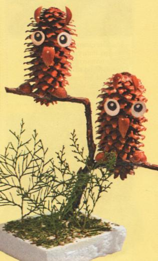 Поделка сова из шишки на ветки 59