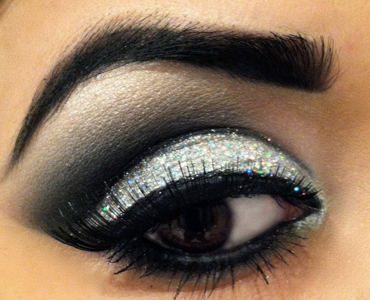 Красивый макияж для черных глаз