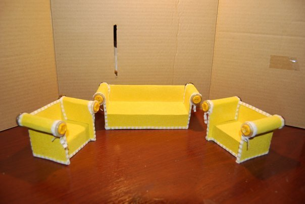 Маленький диван из подручных