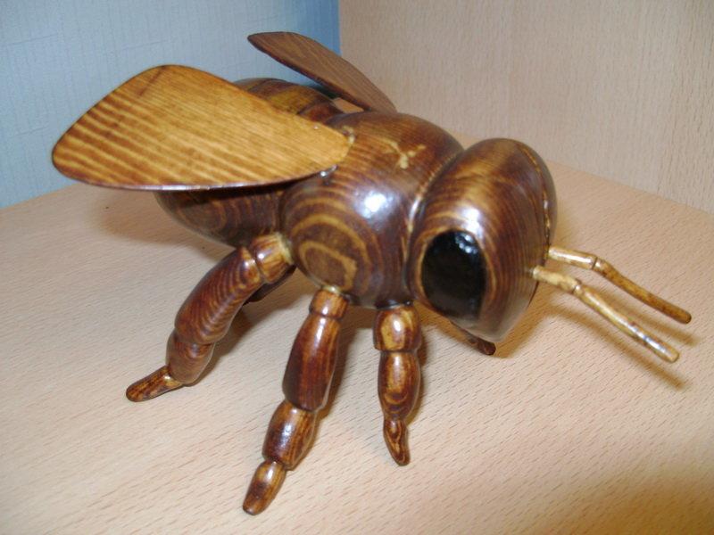 Пчела из дерева своими руками
