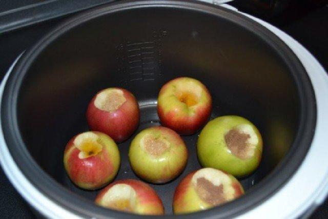 Запечь яблоки в мультиварке рецепты с фото
