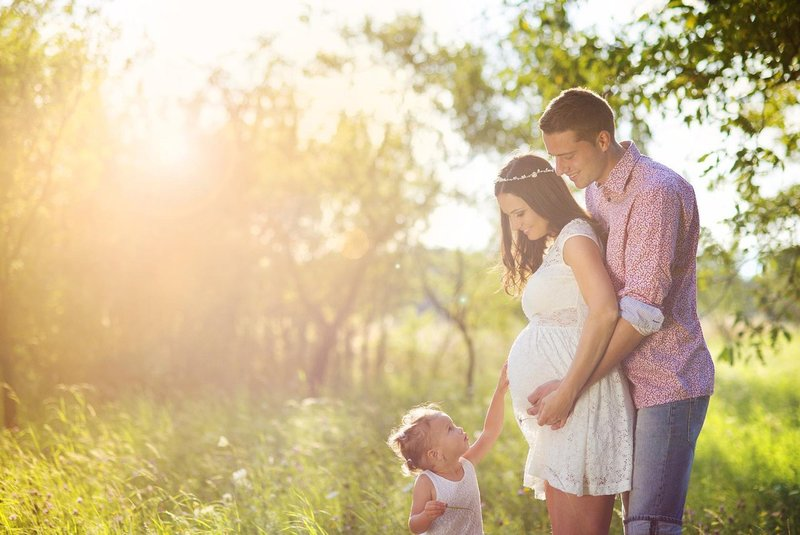 Фотосессия семейная на природе беременная