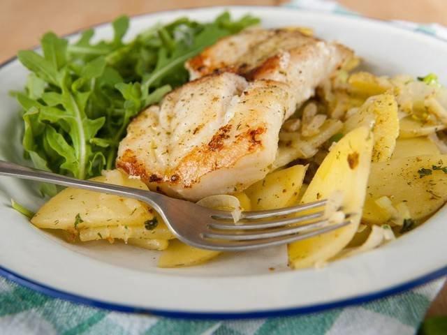 Филе минтая с картошкой в духовке со сметаной рецепт