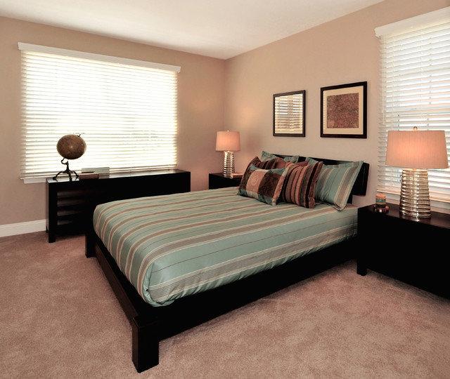 Дизайн спальни с черной мебелью