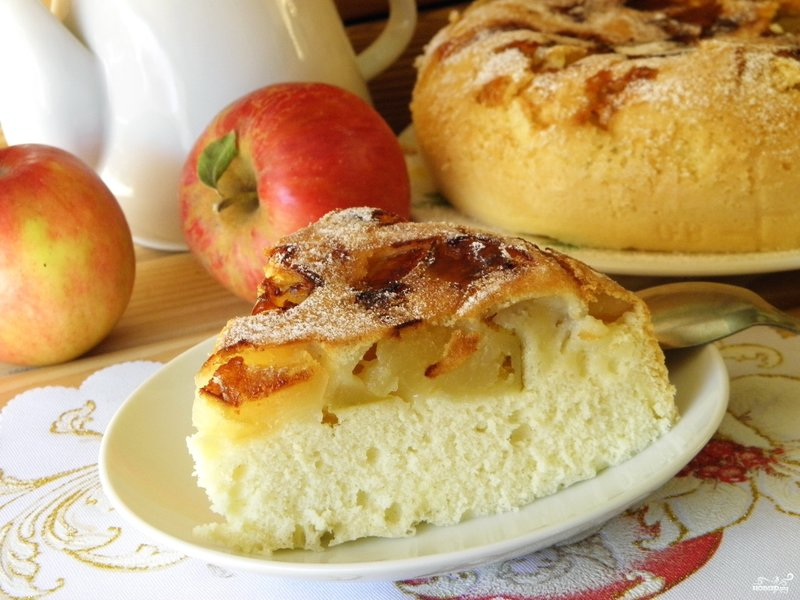 Как сделать тесто на шарлотку с яблоками