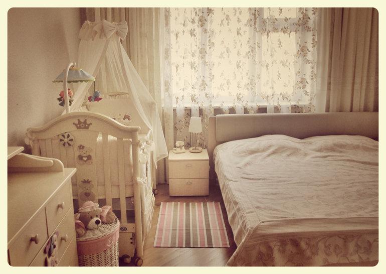 Дизайн спальни и детской кроватки 135