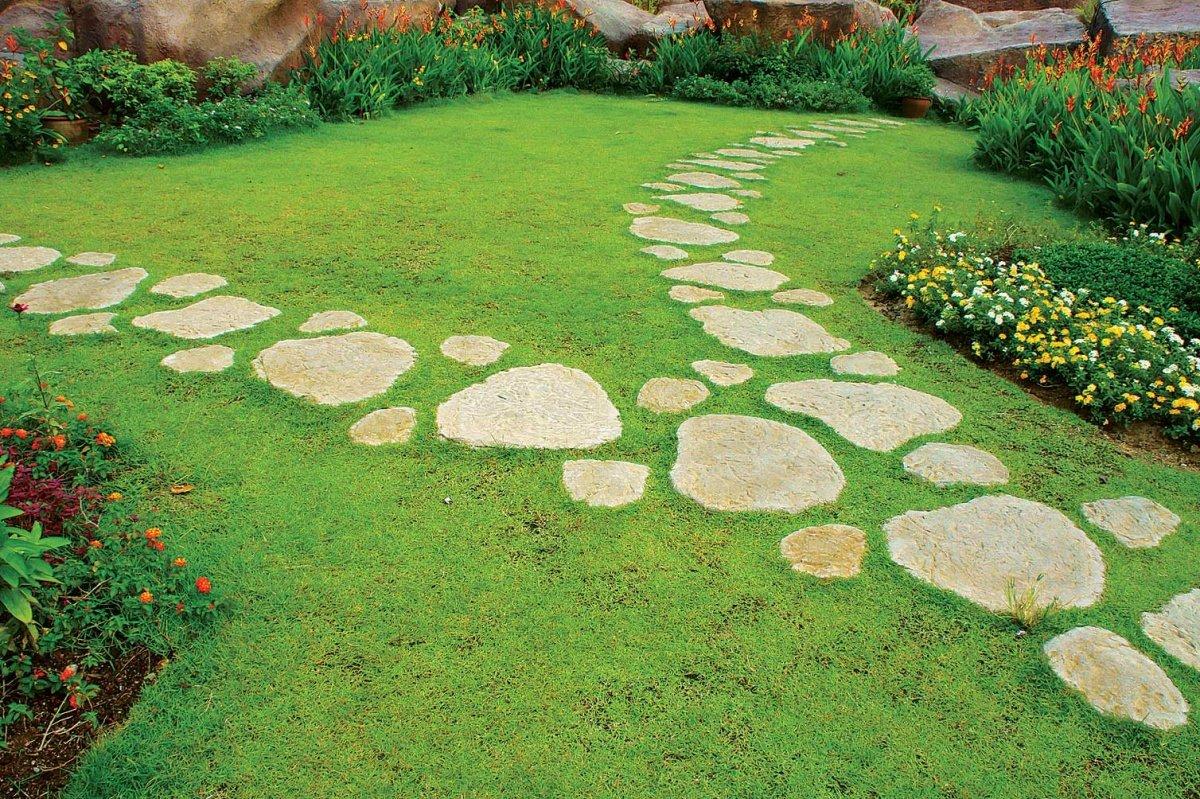 Как сделать садовую дорожку из бетона и камней