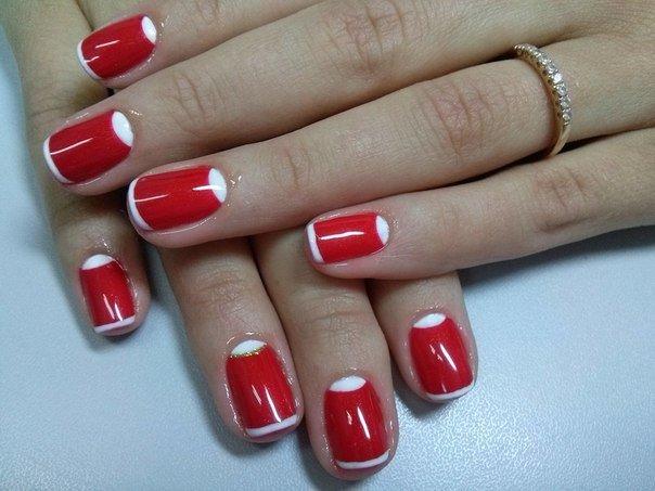 Маникюр с белым и красным лаком на короткие ногти