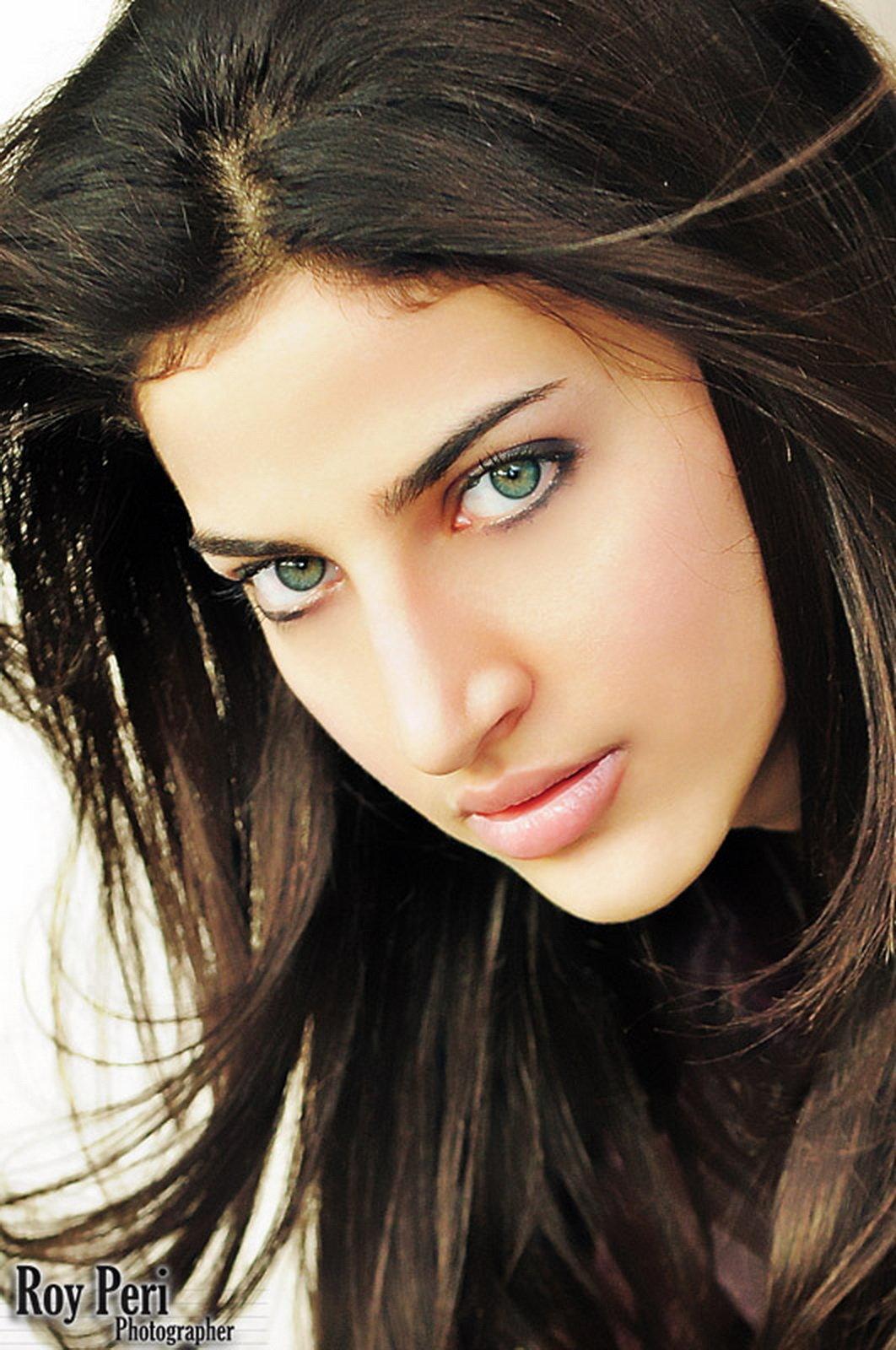 Макияж для брюнеток и зеленых глаз фото