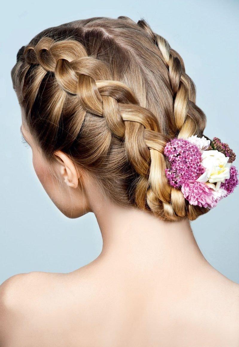Прически с косами с цветами